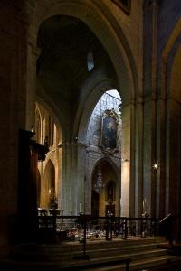 Cross aisle shot of Cathédrale Saint-Trophime, Arles (Bouches-du-Rhône)