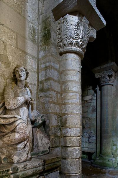 Statue in Notre Dame de Morienval (Oise)