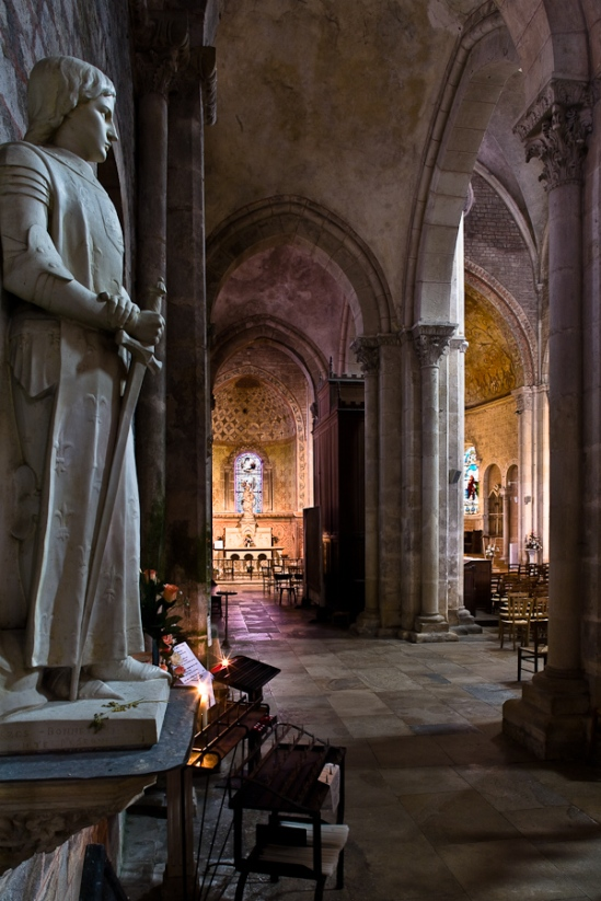 Side aisle and chapel, Collegiale Saint Lazare, Avallon (Yonne)  Photo by PJ McKey