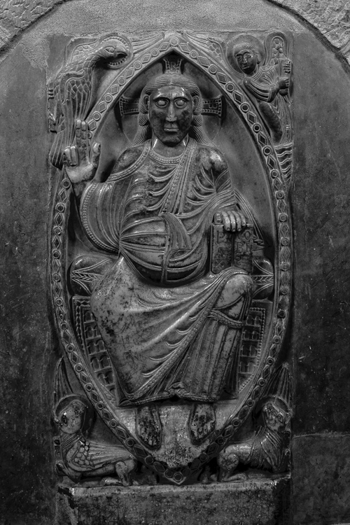 Christ in mandorla, ambulatory Basilique Saint Sernin, Toulouse (Haute-Garonne)  Photo by Dennis Aubrey