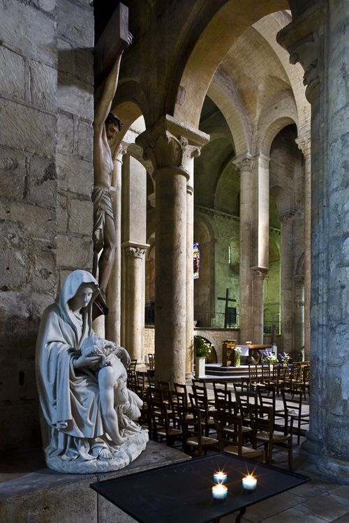 Side aisle of Église Saint-Hilaire-le-Grand, Poitiers  (Vienne)  Photo by PJ McKey