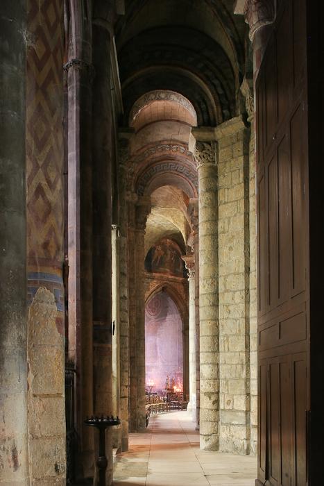 North Side Aisle, Notre Dame la Grande, Poitiers (Vienne)  Photo by Dennis Aubrey