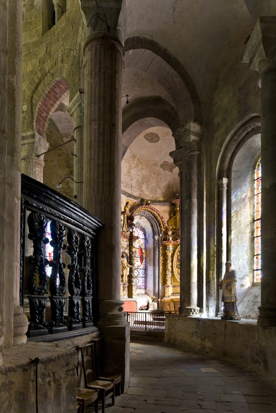 Side aisle of Église Abbatiale Saint-Pierre, Beaulieu-sur-Dordogne  (Corrèze)  Photo by PJ McKey