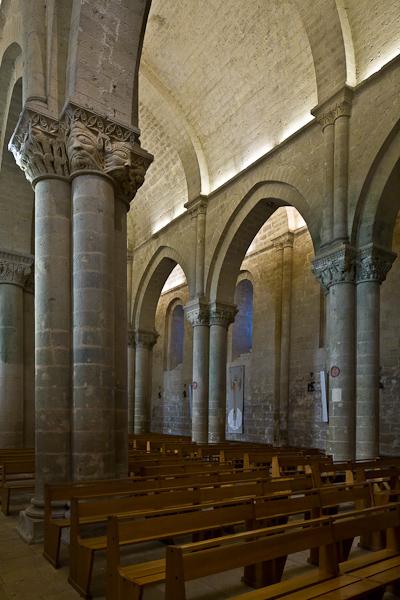 Nave, Eglise Saint Pierre des Tours, Aulnay-de-Saintonge (Charente-Maritime) Photo by PJ McKey