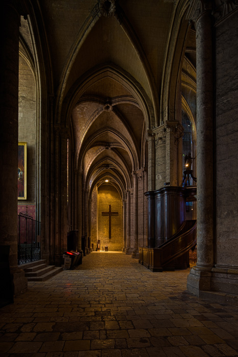 Side aisle, Notre Dame de Chartres (Photo by Dennis Aubrey)  Photograph taken with Big Fella and Bubbles on Big Sticks