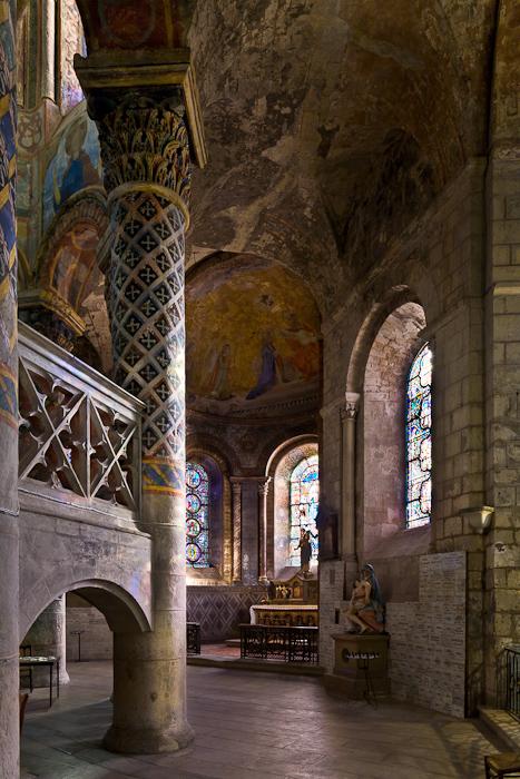 Ambulatory, Église Sainte-Radegonde, Poitiers (Vienne)  Photo by PJ McKey