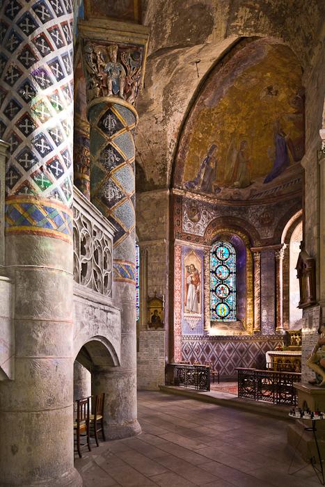 Ambulatory chapel, Église Sainte-Radegonde, Poitiers (Vienne)  Photo by PJ McKey