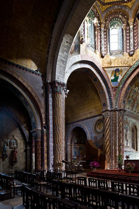 Crossing and north transept, Église Saint-Nicolas, Civray  (Vienne)  Photo by PJ McKey