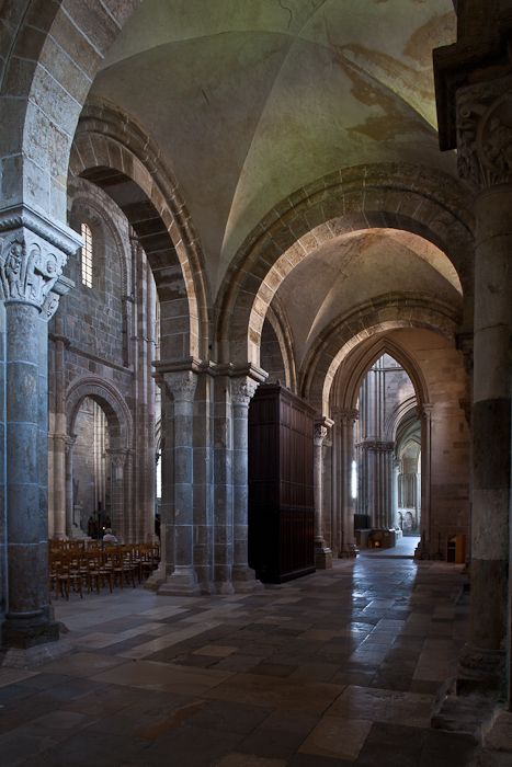 Side aisle to ambulatory, Basilique Sainte Madeleine, Vézelay (Yonne)  Photo by PJ McKey