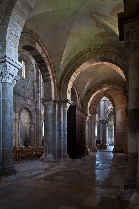 Side aisle to ambulatory, Basilique Sainte Madeleine, Vézelay (Yonne)  Photo by PJ McKey