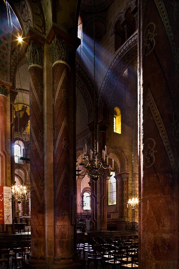 Basilique Saint Austremoine, Issoire  (Puy de Dôme)  Photo by PJ McKey