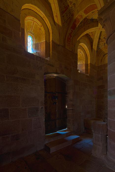 South door, Église Saint Hilarion-de-Perse, Espalion (Aveyron)  Photo by Dennis Aubrey