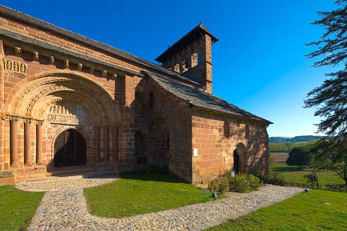South Portal, Église Saint Hilarion-de-Perse, Espalion (Aveyron)  Photo by Dennis Aubrey