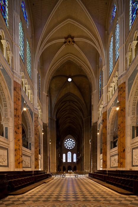 Looking west from apse, Cathédrale Notre Dame de Chartres, Chartres (Eure-et-Loir)  Photo by Dennis Aubrey