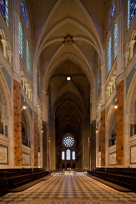 Looking west from apse, Cathédrale Notre Dame de Chartres, Chartres (Eure-et-Loir) Photo by Dennis Aubrey