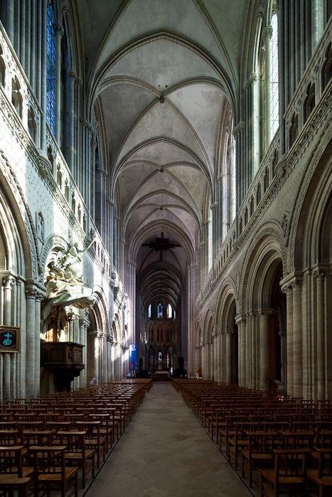 Nave, Cathédrale Notre-Dame de Bayeux, Bayeux (Calvados). Photos by Dennis Aubrey