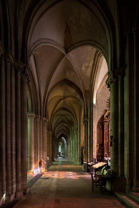 Side aisle, Cathédrale Notre-Dame de Bayeux, Bayeux (Calvados). Photos by Dennis Aubrey