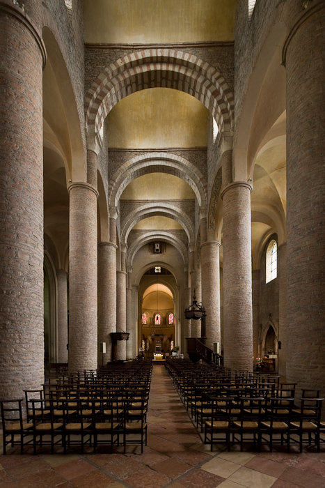 Nave and transverse barrel vaults, Basilique Saint Philibert, Tournus (Saône-et-Loire) Photo by Dennis Aubrey