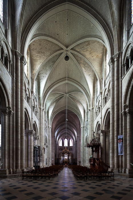 Nave and sexpartite vaulting, Cathédrale Saint-Étienne de Sens (Yonne) Photo by Dennis Aubrey