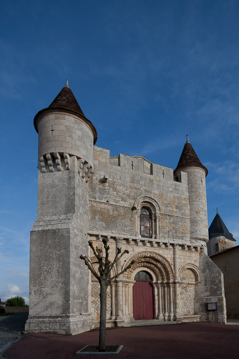 Fortified church, Église Saint Vivian d'Écoyeux, Écoyeux (Charente-Maritime) Photo by Dennis Aubrey
