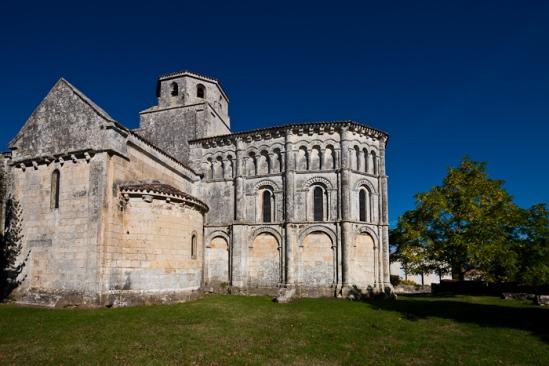 Chevet, Église Saint-Vivien de Geay, Geay (Charente-Maritime)  Photo by Dennis Aubrey