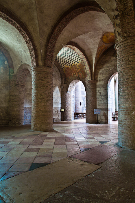 Narthex, Basilique Saint Philibert, Tournus (Saône-et-Loire) Photo by PJ McKey