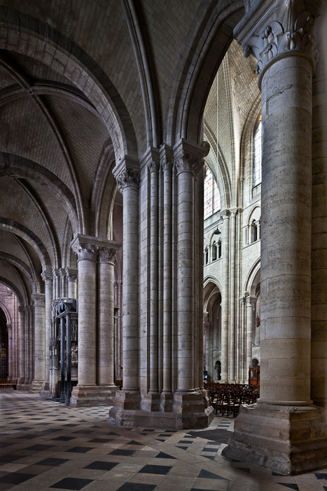 Alternating pillars and columns in nave, Cathédrale Saint-Étienne de Sens (Yonne) Photo by PJ McKey