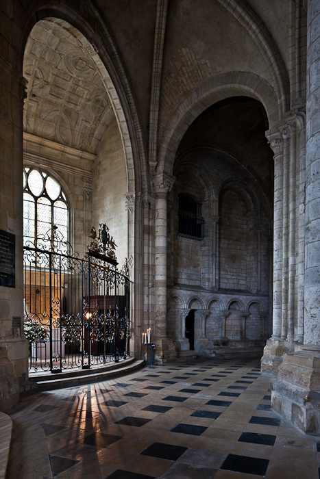 Ambulatory chapel, Cathédrale Saint-Étienne de Sens (Yonne) Photo by PJ McKey
