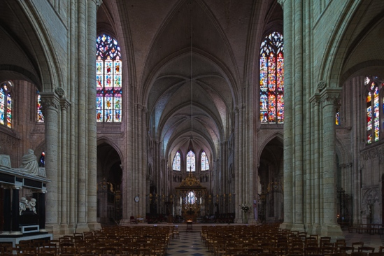 Nave, Cathédrale Saint-Étienne de Sens (Yonne) Photo by Dennis Aubrey