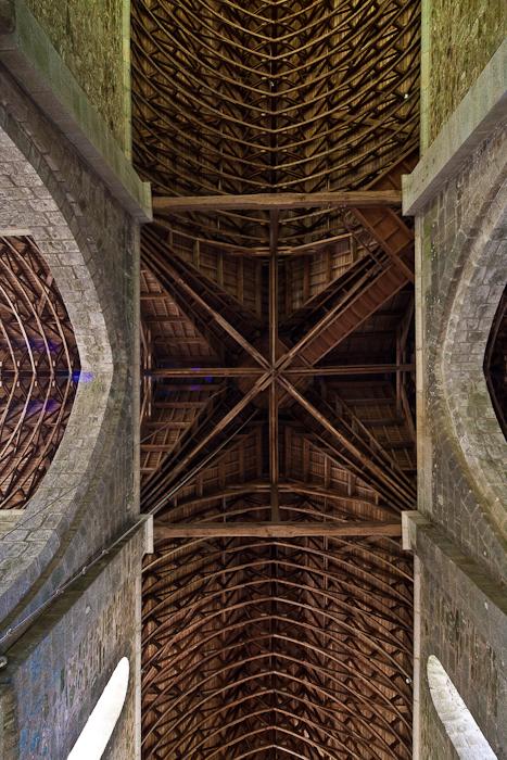 Wooden vault, Eglise abbatiale Notre-Dame de Boquen, Plénée-Jugon (Côtes-d'Armor) Photo by Dennis Aubrey
