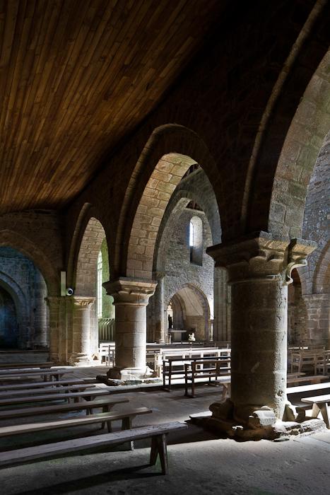 Transept arches, Eglise abbatiale Notre-Dame de Boquen, Plénée-Jugon (Côtes-d'Armor) Photo by PJ McKey