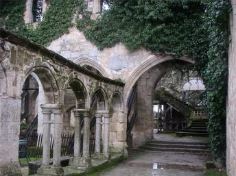 14th century Cordeliers cloisters in Saint Emilion (Gironde)  Notafish/wikicommons
