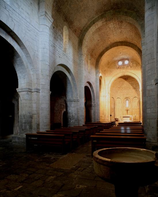 Nave, Monasterio Santa Maria de Vilabertran (Girona)  Photo by Jong-Soung Kimm