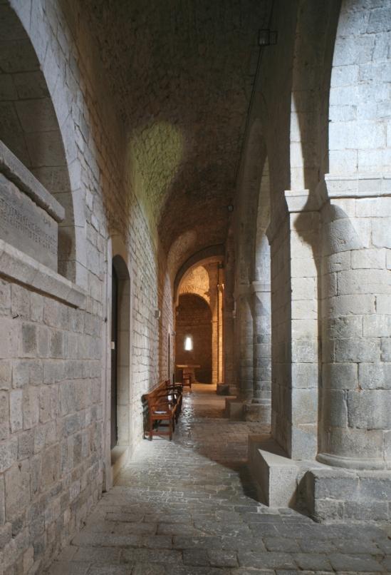 Side aisle, Monasterio Santa Maria de Vilabertran (Girona)  Photo by Jong-Soung Kimm