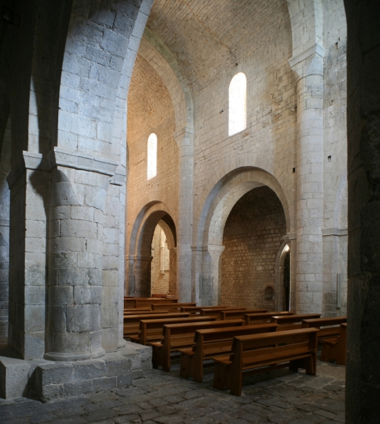 Nave, Monasterio Santa Maria de Vilabertran (Girona)  Photo by Jong-Soung Kimm