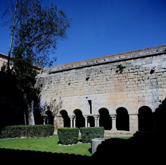 Cloister, Monasterio Santa Maria de Vilabertran (Girona)  Photo by Jong-Soung Kimm