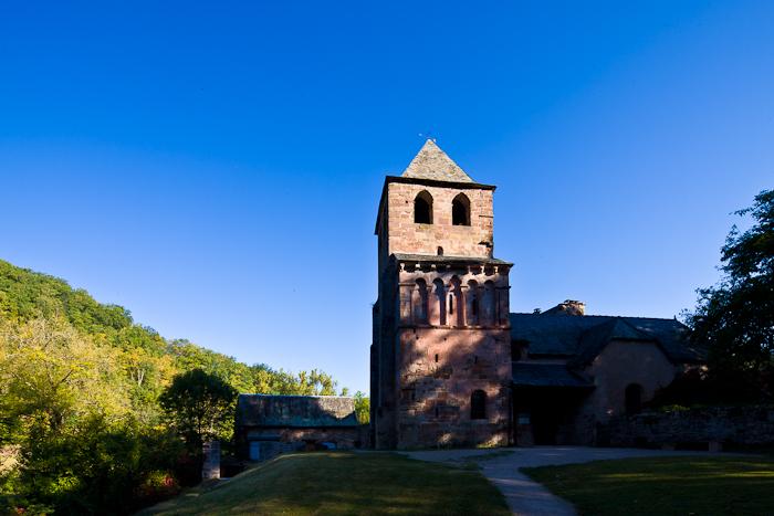 Romanesque clocher, Eglise Saint-Pierre à Bessuéjouls,  Bessuéjouls (Aveyron)  Photo by Dennis Aubrey