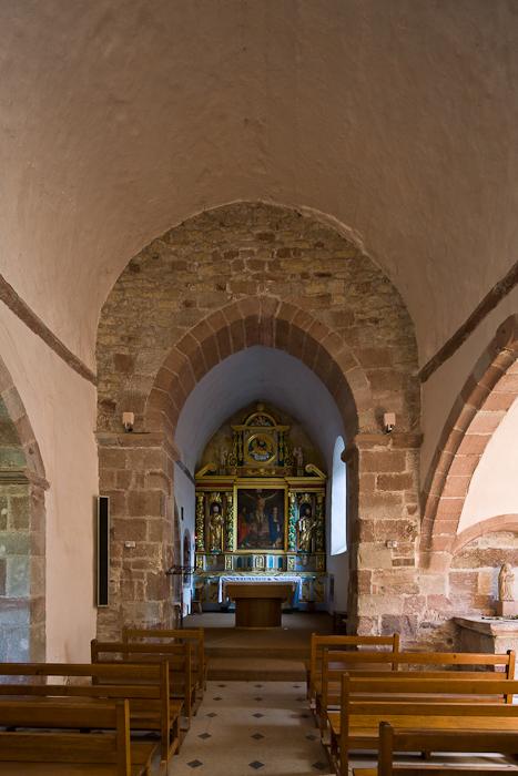 Nave, Église Saint-Pierre à Bessuéjouls, Bessuéjouls (Aveyron) Photo by Dennis Aubrey