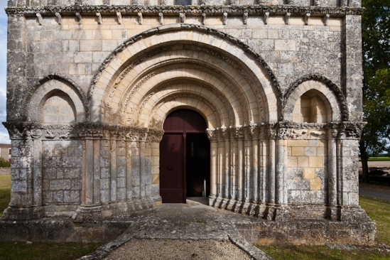 West portal, Église Saint Eutrope, Biron (Charente-Maritime)  Photo by Dennis Aubrey