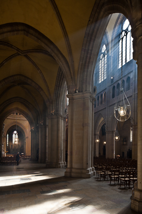 Side aisle, Cathédrale Saint Benigne, Dijon (Côte d'Or) Photo by PJ McKey