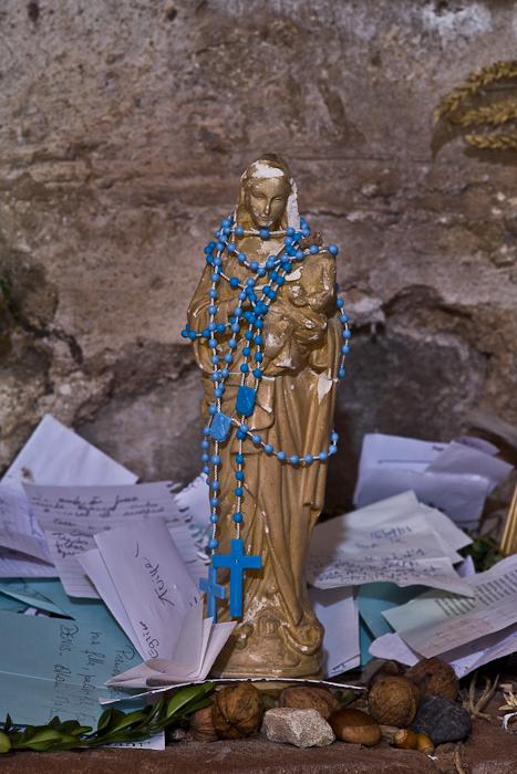 Votive statue of Mary, Église Saint Hilarion-de-Perse, Espalion (Aveyron)  Photo by PJ McKey