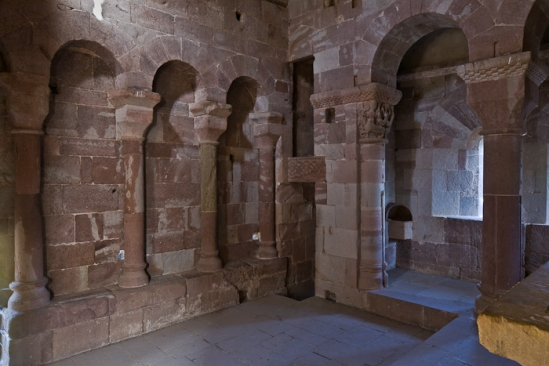Chapel colonettes, Église Saint-Pierre à Bessuéjouls, Bessuéjouls (Aveyron) Photo by PJ McKey