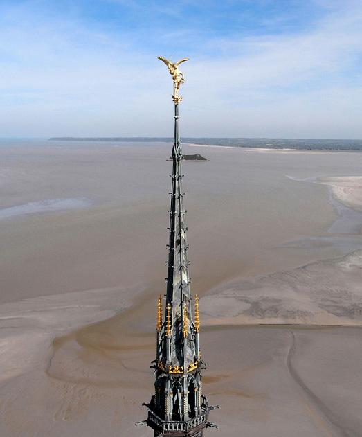 Saint Michael atop spire, Mont Saint-Michel (Manche)  © Anthony Levaufre et Fanny Poulain 2008 (Used with permission)