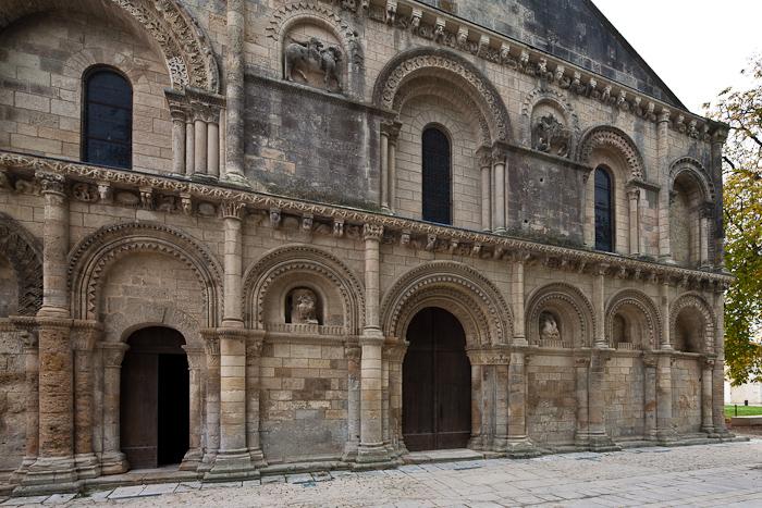 West facade, Église Notre Dame, Surgères (Charente-Maritime)  Photo by Dennis Aubrey
