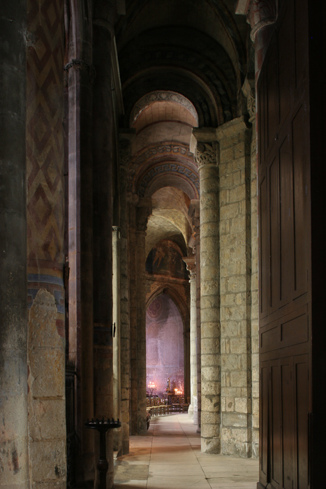North side aisle, Notre Dame la Grande, Poitiers (Vienne)  Photo by Dennis Aubrey