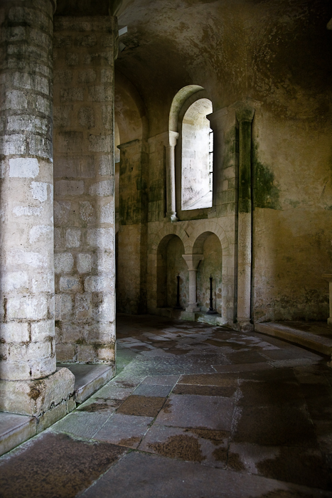 Ambulatory, Eglise Saint-Étienne, Vignory (Haute-Marne)  Photo by PJ McKey