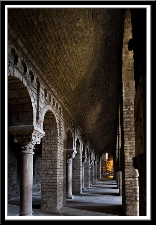 Side aisles, Monastir de Santa Maria, Ripoll (Girona) Photo by Dennis Aubrey