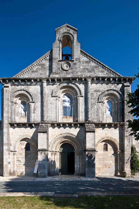 West facade,  Prieuré Sainte Gemme, Sainte Gemme (Charente-Maritime) Photo by Dennis Aubrey