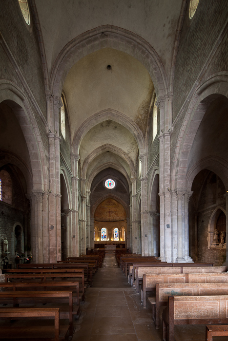 Nave, Collégiale Saint Lazare, Avallon (Yonne)  Photo by Dennis Aubrey