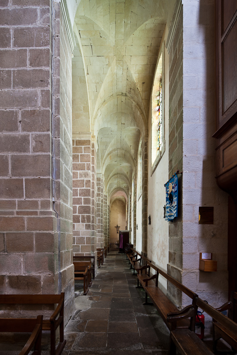 Side aisle, Abbaye Saint Gildas-de-Rhuys,  Saint Gildas-de-Rhuys (Morbihan)  Photo by Dennis Aubrey